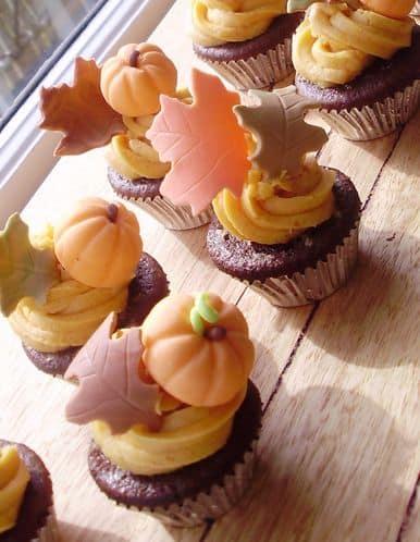 thanksgiving cupcakes, autumn cupcakes, leaves, pumpkin